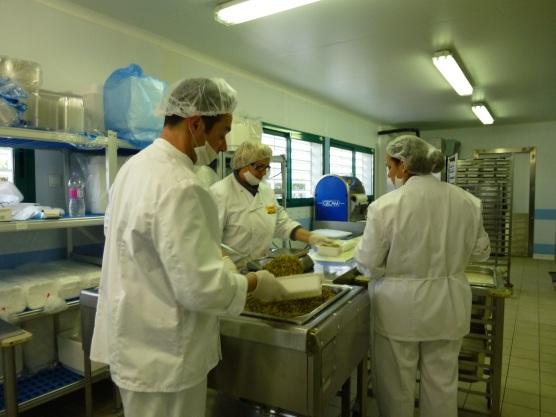 Restauration collective communaut de communes terre de for Responsable de cuisine collective