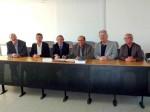 L. Rosso (Président CCTC) et H. Douais (Président CCI Nîmes) entourés (de gauche à droite) de M. Testard (Vice Président de la CCI Nîmes), C. Bonato (Vice-Président délégué à l'Economie de la CCTC et maire d'Aigues-Mortes), D. Charpentier (membre bureau CCI) et JP Cubilier (1er Vice-Président de la CCTC)
