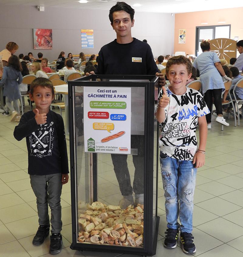 Repas zéro gaspi et gâchimètre à pain au restaurant scolaire Séverin à Aigues-Mortes