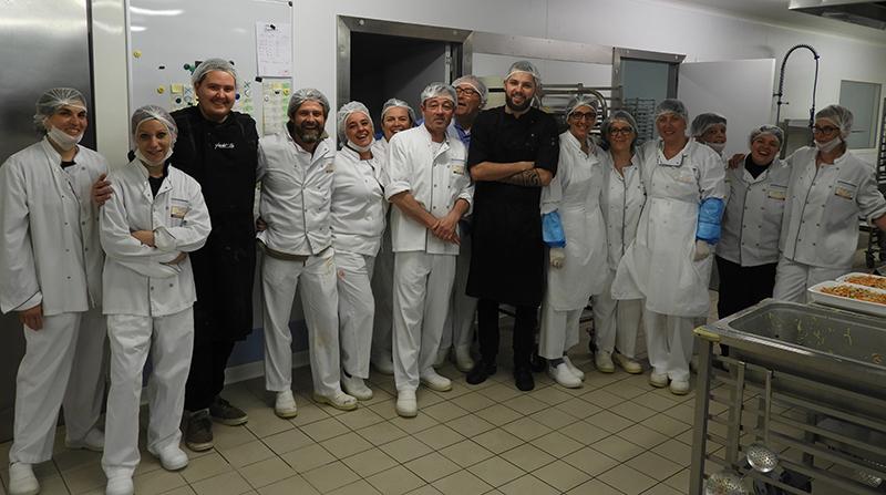 L'équipe de la cuisine centrale Terre de Camargue et du restaurant Le Moulin de Saint-Laurent d'Aigouze