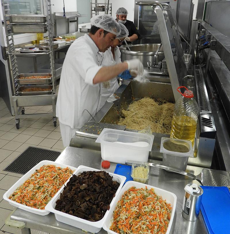 Un repas de Chefs avec les équipes de la cuisine centrale Terre de Camargue et du restaurant Le Moulin de Saint-Laurent d'Aigouze