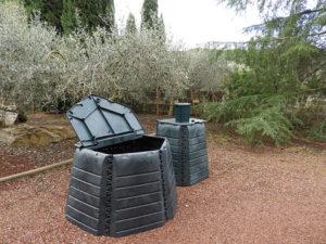 Terre de Camargue propose des composteurs individuels et collectifs pour les déchets végétaux