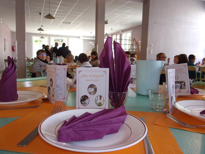 Des tables colorées pour le Menu des Chefs